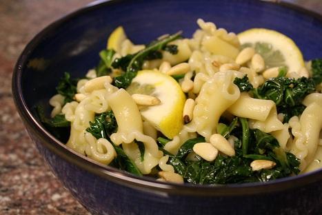 Easy Lemon-Garlic Kale Pasta