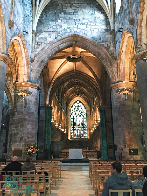 I love stumbling upon a gorgeous cathedral like St. Giles Cathedral in Edinburgh. It's times like this where it's so cool being a tourist!