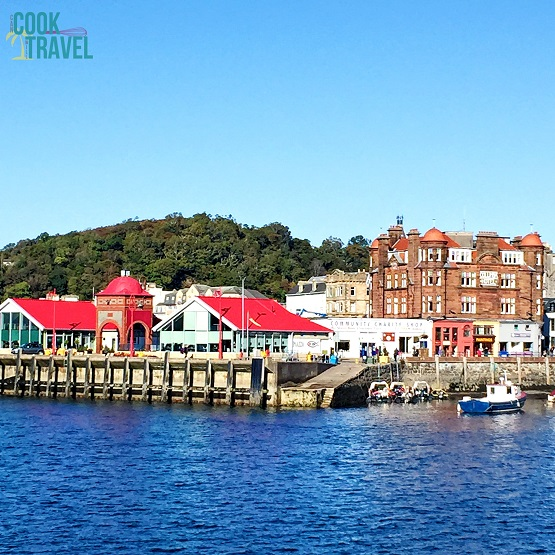 Let's talk about adorable towns ... like Oban! It couldn't be cuter if it tried!